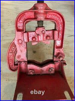 Vintage The Armstrong MFG Co #2 Pipe Vise Large Rare 1882 Antique Original Paint